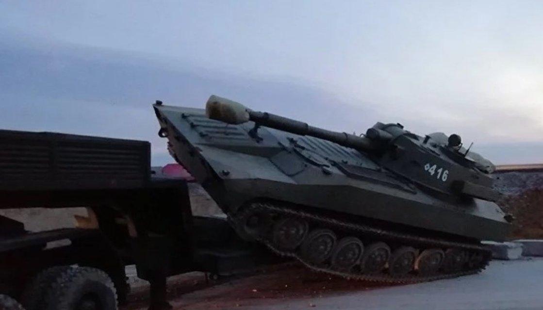 В Крыму КамАЗ террористов смял легковушку, а САУ свалилась в кювет, есть погибшие - фото 173594