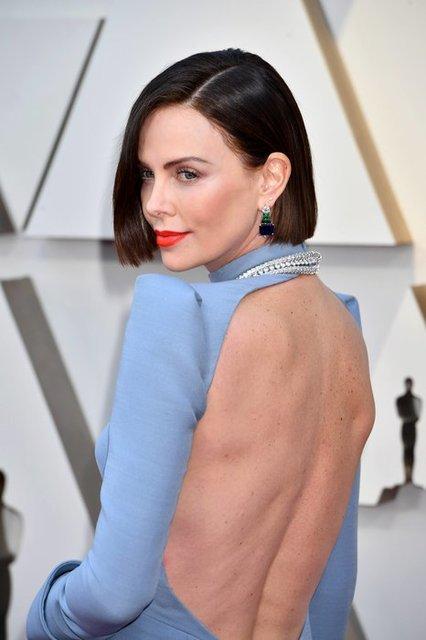 Оскар 2019: Шарлиз Терон на красной дорожке удивила кардинальной сменой имиджа - фото 173811
