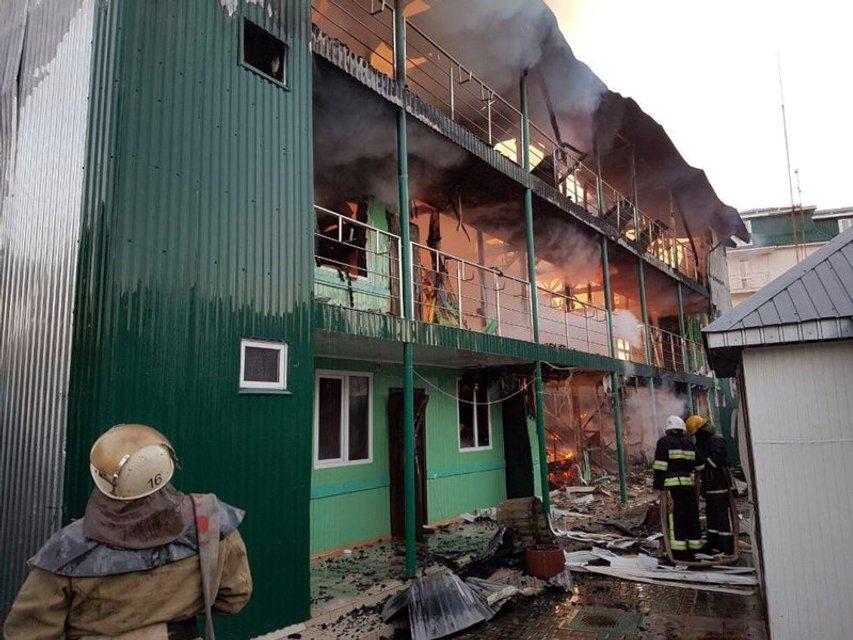В Затоке пожар уничтожил незаконные 20 корпусов двух баз отдыха (ФОТО) - фото 173815
