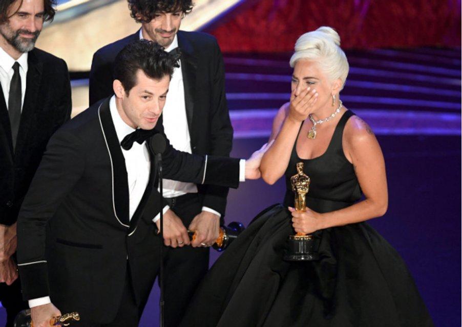 Оскар 2019: в сети обсуждают трогательное выступление Леди Гаги и Брэдли Купера - фото 173823