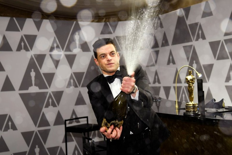 Лауреат 'Оскара 2019' Рами Малек упал со сцены вместе с наградой - фото 173832