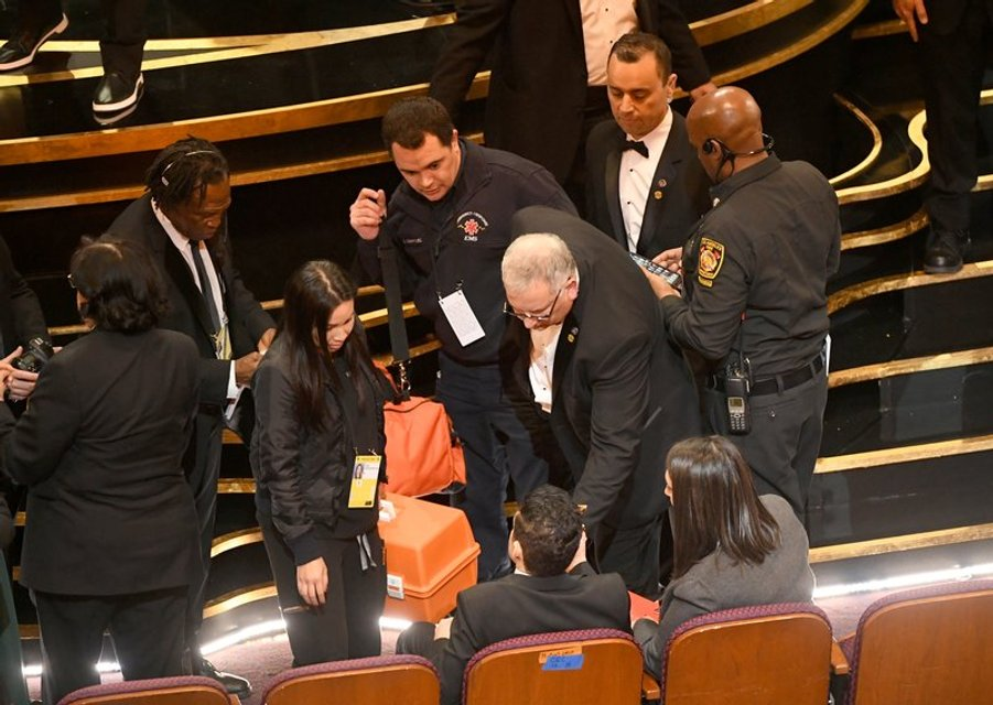 Лауреат 'Оскара 2019' Рами Малек упал со сцены вместе с наградой - фото 173833