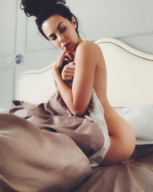 Новая порноактриса: Настя Каменских показала свою попу, как у Ким - фото 173877