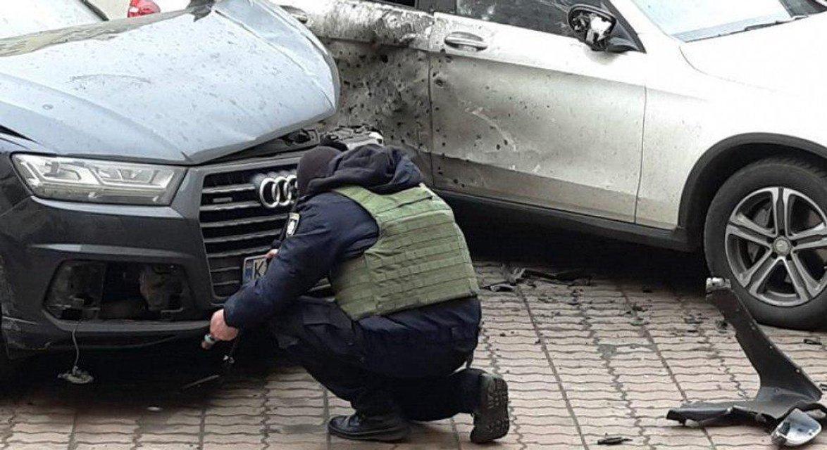 В Киеве взорвали автомобиль Турчинова - фото 174309