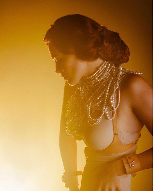 Грудь в жемчугах: Даша Астафьева порадовала эротичными фото - фото 174355