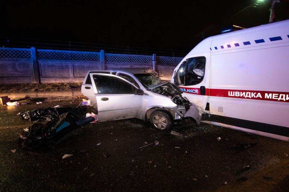 В Киеве возле моста легковушка влетела в 'скорую': трое погибших и пострадавшие ФОТО+ВИДЕО - фото 174370