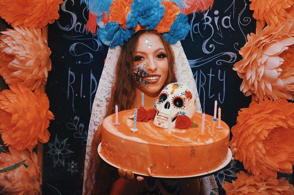 Дочка Поляковой шокировала образом мертвой невесты в день своего рождения - фото 174737