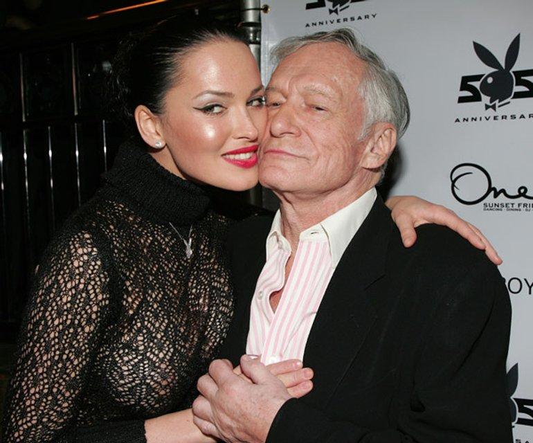 Даша Астафьева вернулась на страницы Playboy с новым эротичным фото - фото 174912