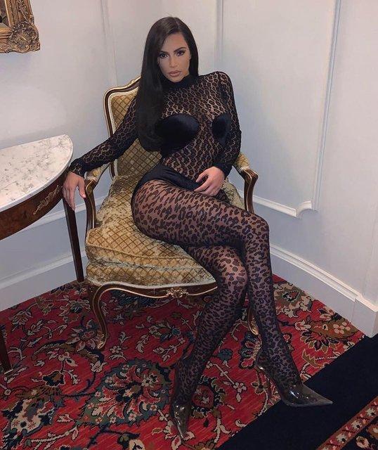 Ким Кардашьян показала все свои прелести в прозрачном боди - фото 175142