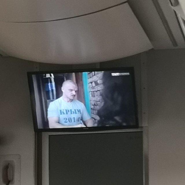 Укрзализныця крутит в поездах запрещенные фильмы с русской пропагандой - фото 175145