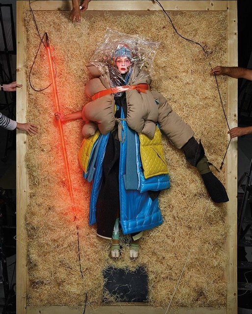 Леди Гага с пакетом на голове перевоплотилась в живую куклу - фото 175231