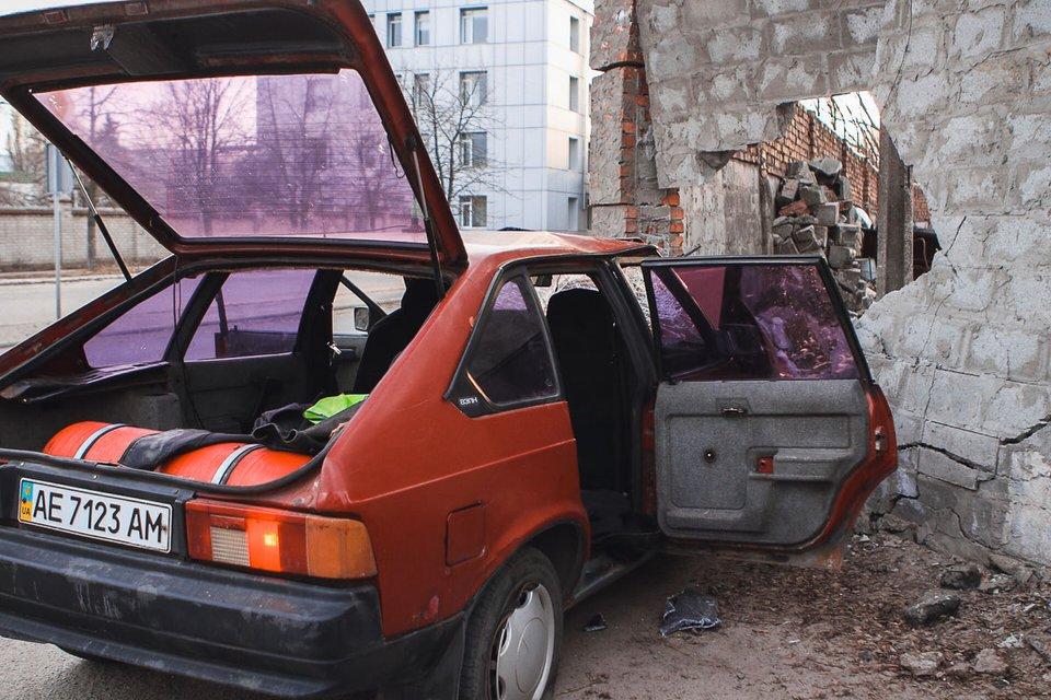 В Днепре 'Москвич' с двумя детьми развалился о стену (ФОТО) - фото 175299