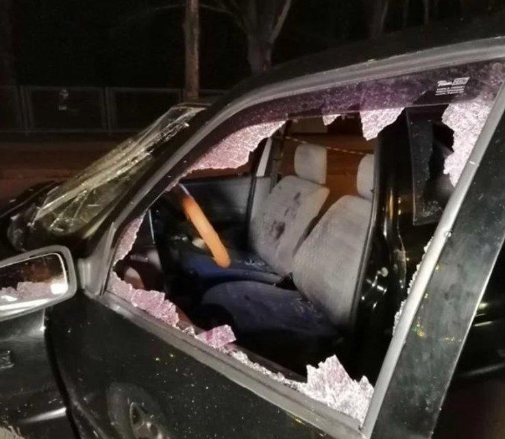 В Кривом Роге заблокировали и расстреляли такси с пассажирами, есть раненые - фото 175679
