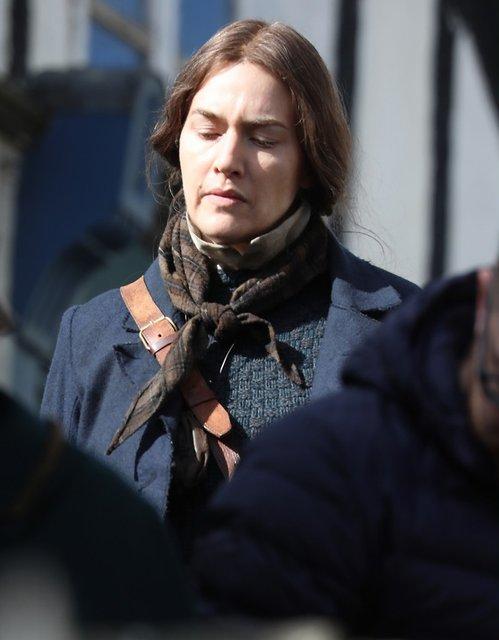 Неузнаваемая Кейт Уинслет на съемках нового фильма - фото 175833