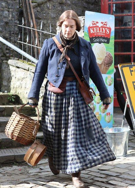 Неузнаваемая Кейт Уинслет на съемках нового фильма - фото 175835