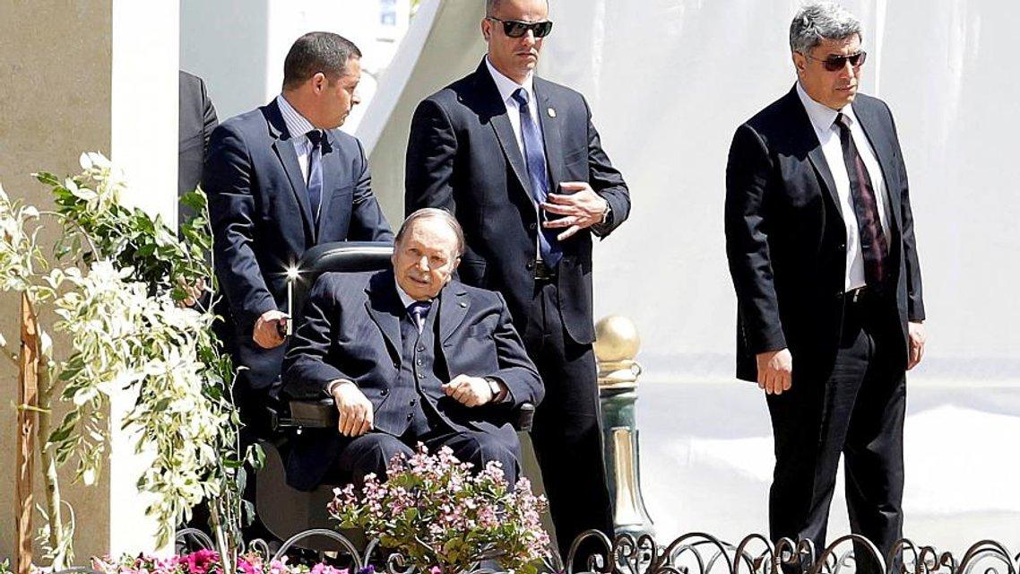 Исчезающая геронтократия: Что происходит в Алжире - фото 175886