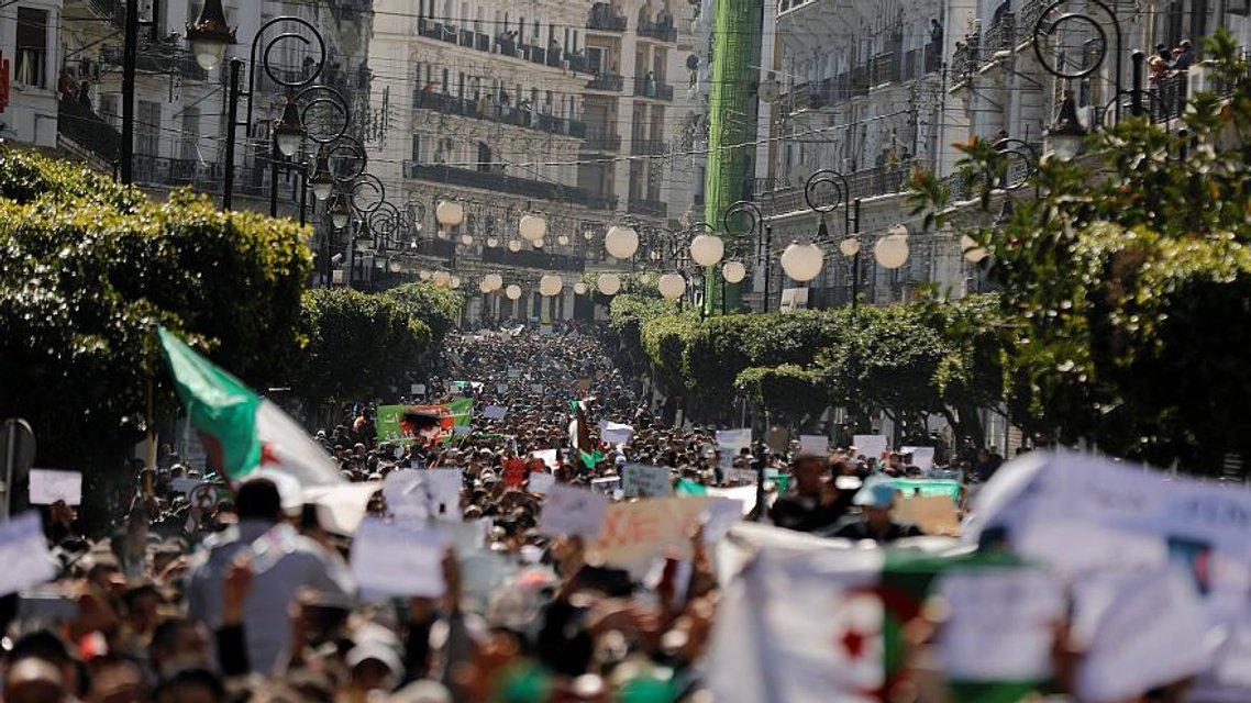 Исчезающая геронтократия: Что происходит в Алжире - фото 175890