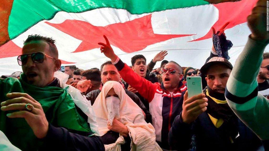 Исчезающая геронтократия: Что происходит в Алжире - фото 175892