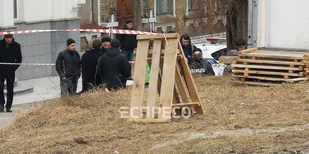 В Киеве у церкви нашли убитым сотрудника администрации президента - фото 176066