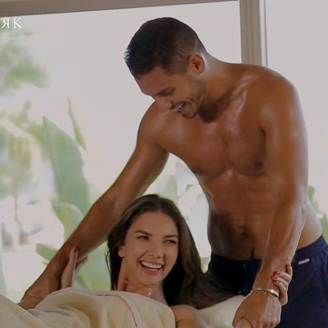 Холостяк 9 сезон 2 выпуск: Первое свидание с Каролиной, массаж в подарок - фото 176408