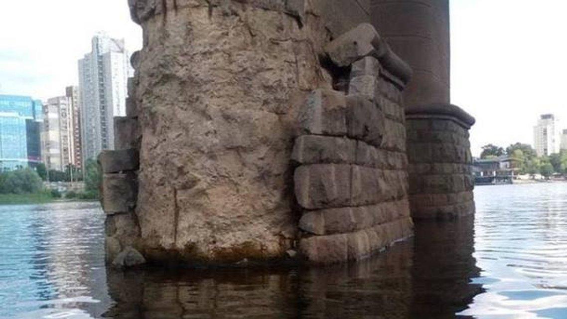 Мост позора: киевляне переименовали скандальный путепровод  ФОТО и МЕМЫ - фото 176560