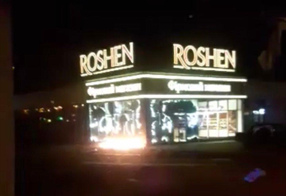 В столице подожгли магазин Roshen  ФОТО - фото 176583