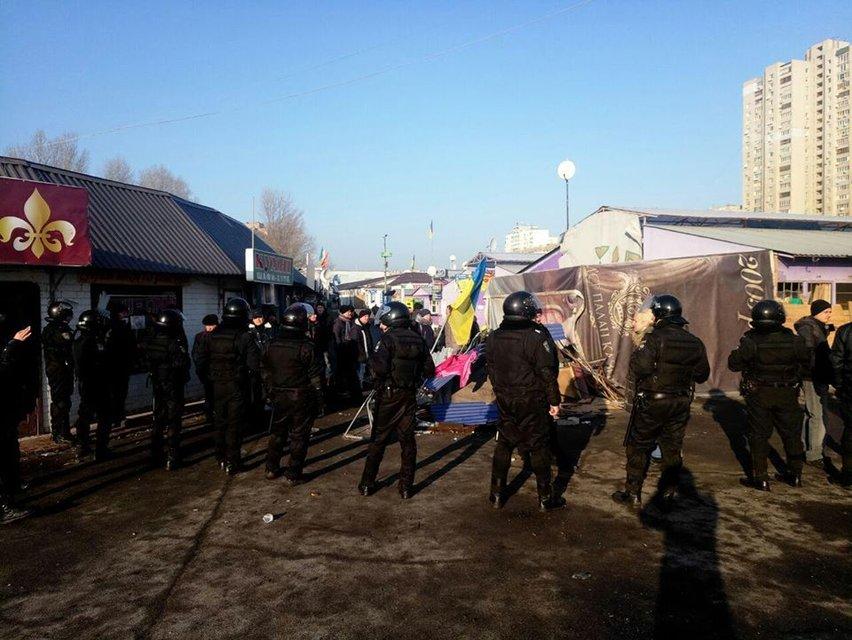 Кругом дым и пламя: в Киеве горел Демеевский рынок ВИДЕО - фото 176760