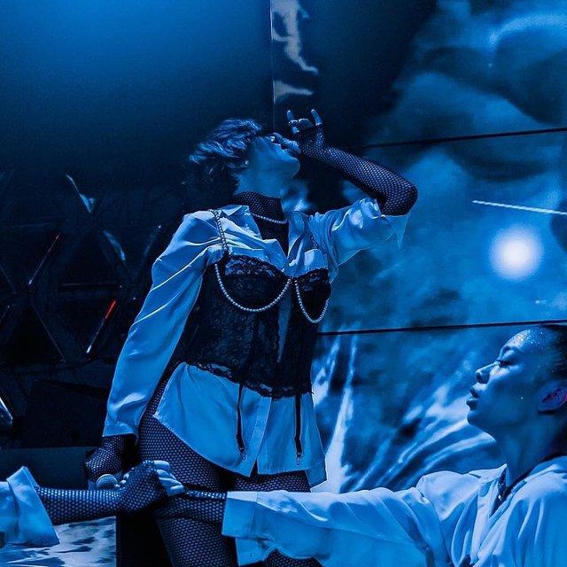 Певица или девочка по вызову: эротичные фото MARUV вызвали споры в сети - фото 176859