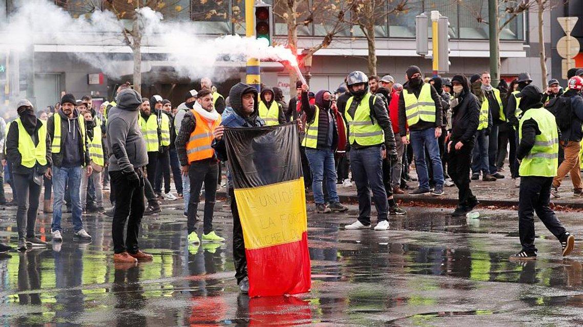 Шатай забор: Кремль планирует создать хаос в Европе с помощью 'желтых жилетов' - фото 176922