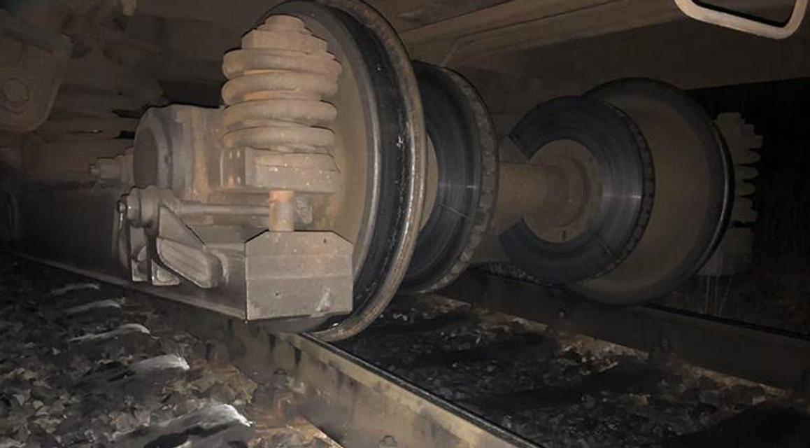 Пассажирский поезд сошел с рельс на Тернопольщине ФОТО - фото 176946