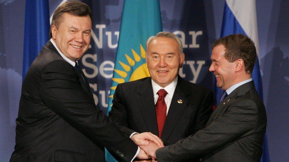 Уходя, не уходи: Что происходит в Казахстане - фото 177007