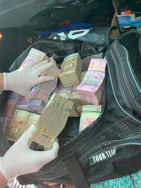 Для кандидата Ю: в Ровенской области задержали покупателя голосов с 2,5 млн гривен - фото 177028