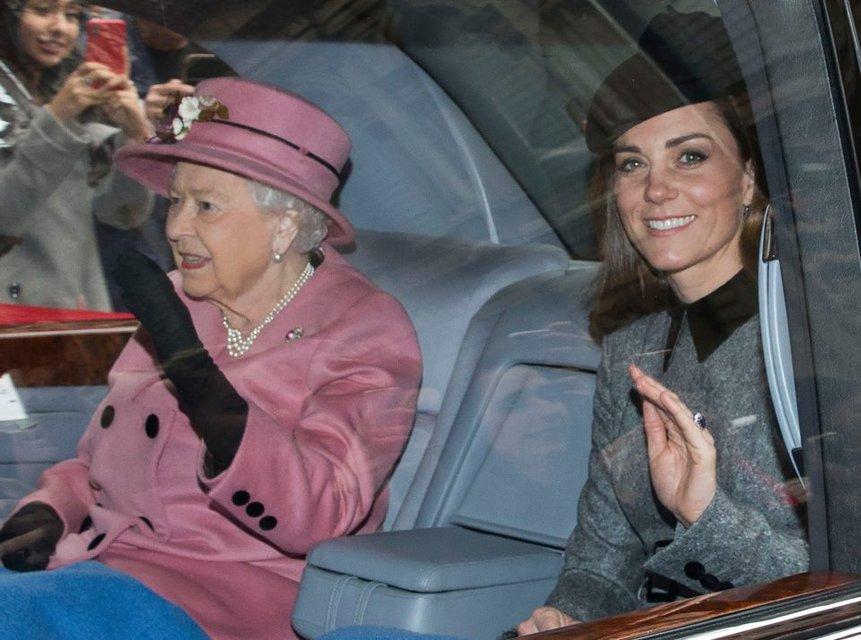 Елизавета II отказывается принимать Меган Маркл в семью – мнение эксперта - фото 177191