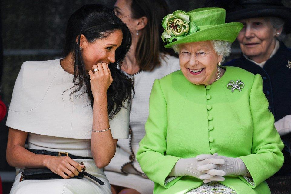 Елизавета II отказывается принимать Меган Маркл в семью – мнение эксперта - фото 177192