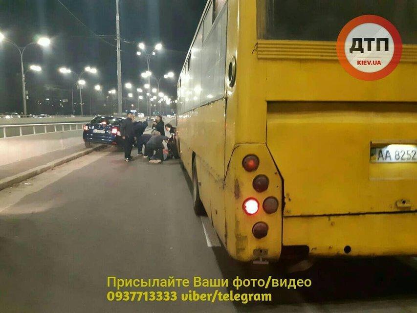 Считал деньги за проезд: в Киеве маршрутка снесла троих пешеходов (ФОТО+ВИДЕО 18+) - фото 177211
