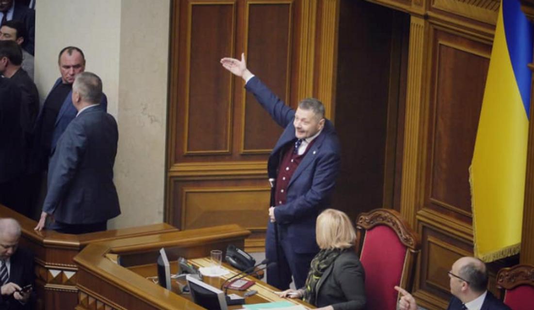 Ляшко закатил потасовку и сорвал заседание Рады: яркие ФОТО - фото 177275