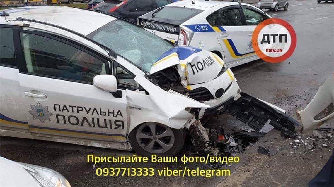 В Киеве патрульный заснул за рулем и развалил служебный Prius, есть пострадавшие (ФОТО) - фото 177640