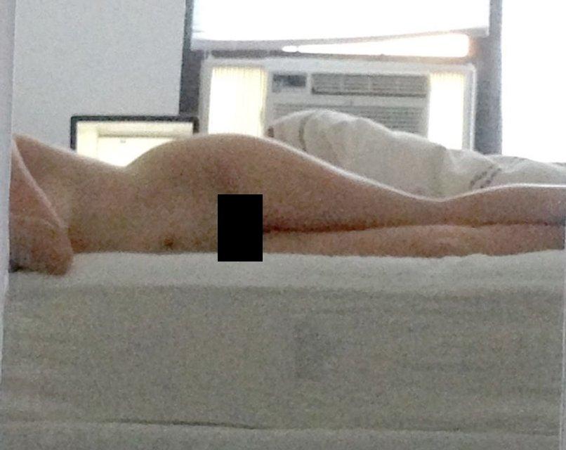 В сеть слили интимные фото голой звезды Мстителей Элизабет Олсен - фото 177717