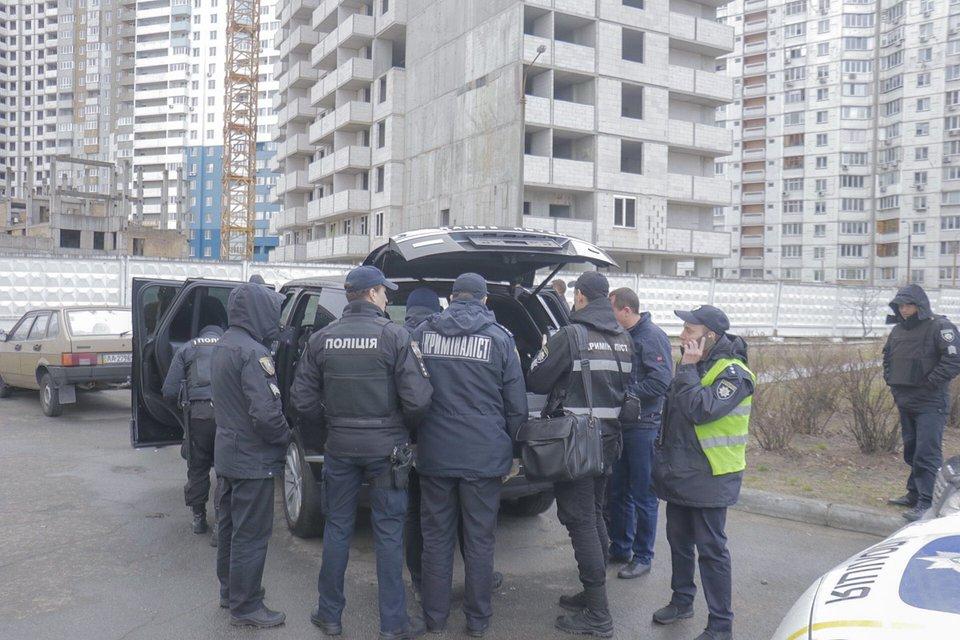 На офис Борислава Березы напали люди с автоматами – ФОТО - фото 177738