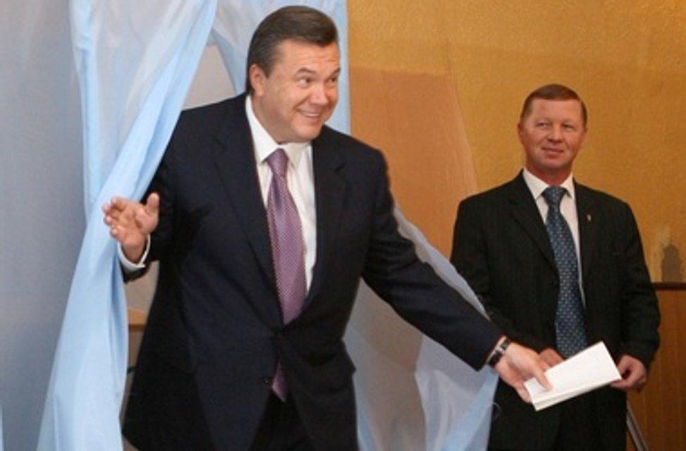 Вслед за Захарченко: Янукович и Кровосися «проголосуют» на выборах - фото 177748