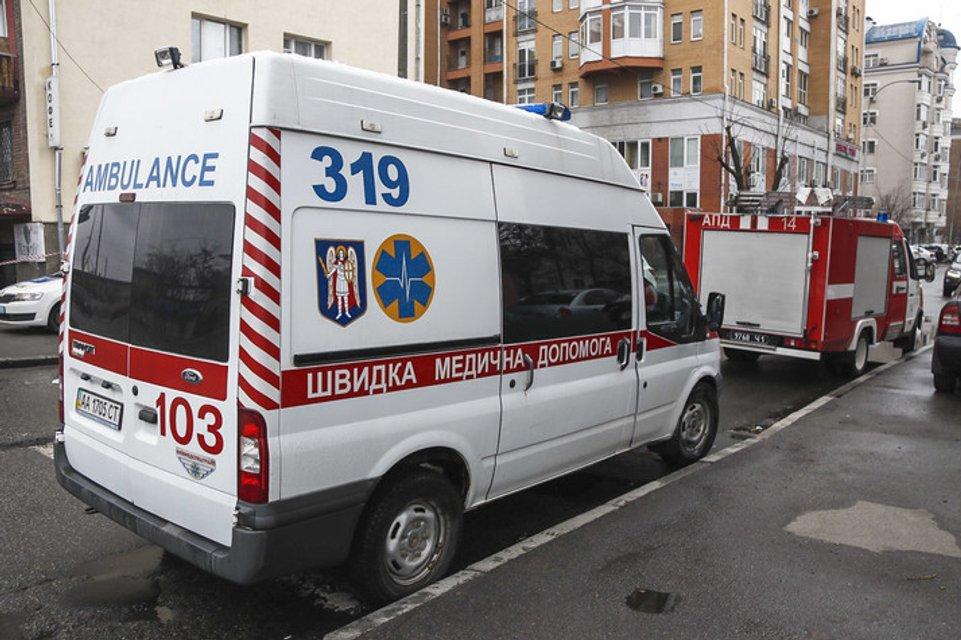 У входа в магазин в Киеве неизвестный подвесил гранату (ФОТО+ВИДЕО) - фото 177814