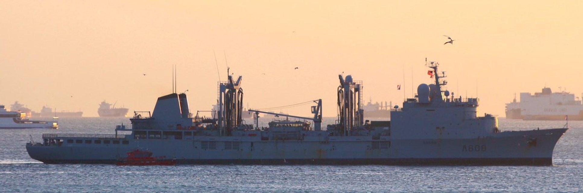 Ударная группа кораблей НАТО вошла в Чёрное море: появились эффектные фото - фото 178107