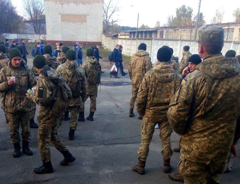 В Украине стартовал призыв: как выжить в армии - фото 178435