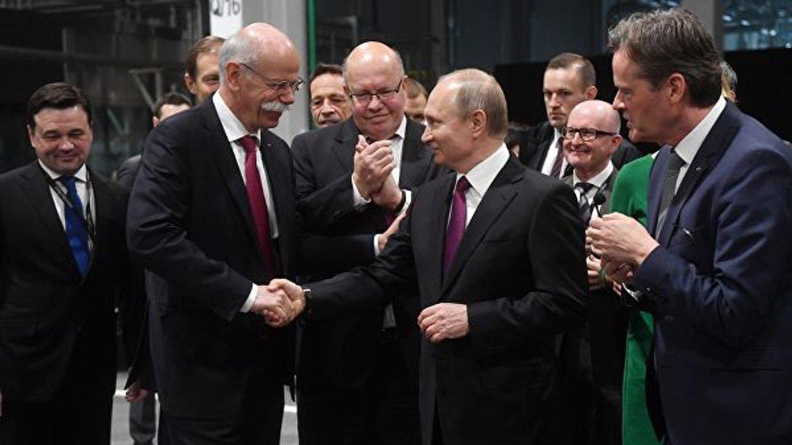 В Германии решили продлить санкции против РФ и запустить там завод Mercedes - фото 178708