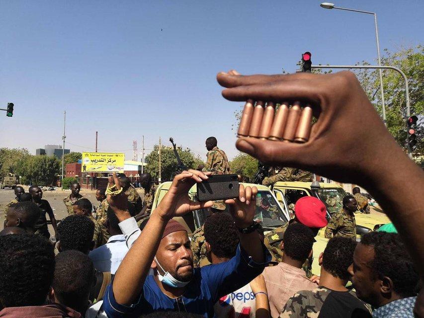 В Судане свергли президента - ФОТО - фото 179248
