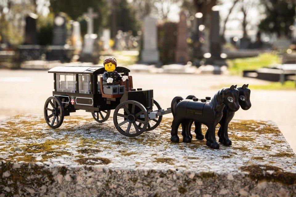 Похорони игрушки: Lego создала конструкторы с экскурсом в мир смерти - фото 179319