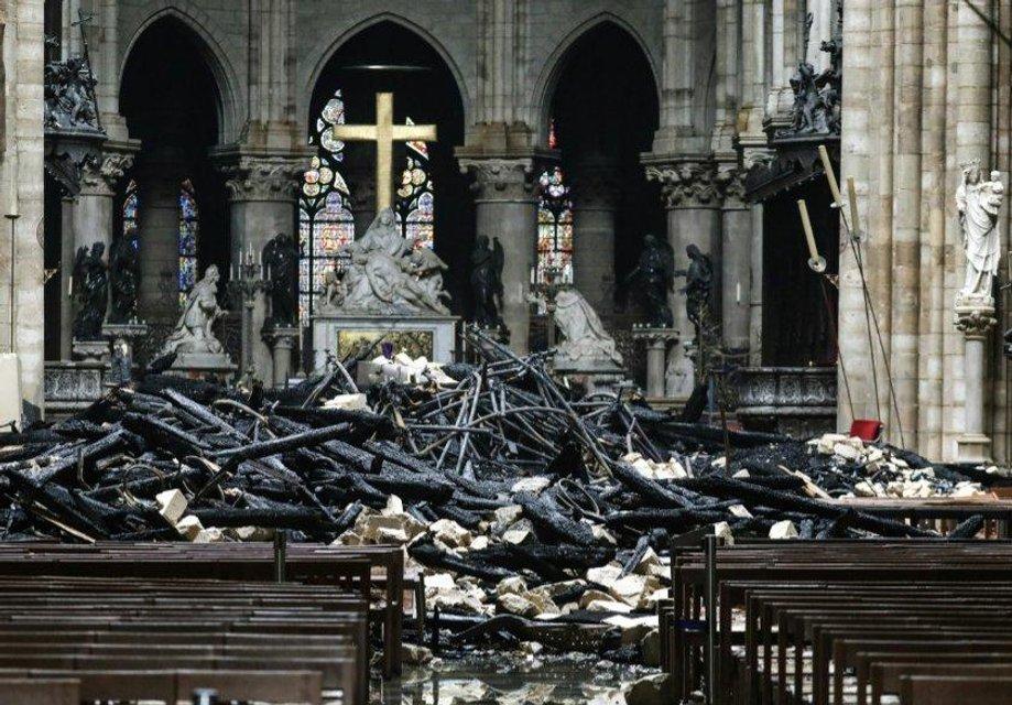 Пожар в Нотр-Даме: как выглядит собор сейчас (ФОТО) - фото 179583