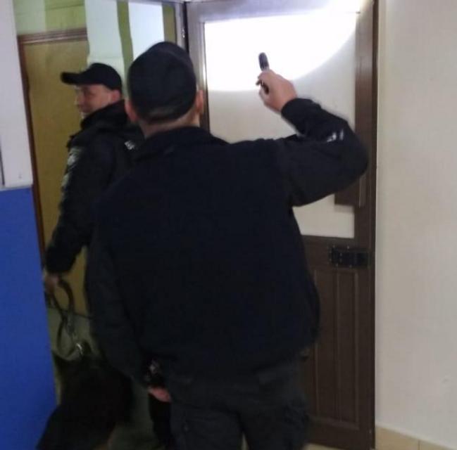 В Одессе заминировали аэропорт, идет эвакуация  - ФОТО - фото 179664