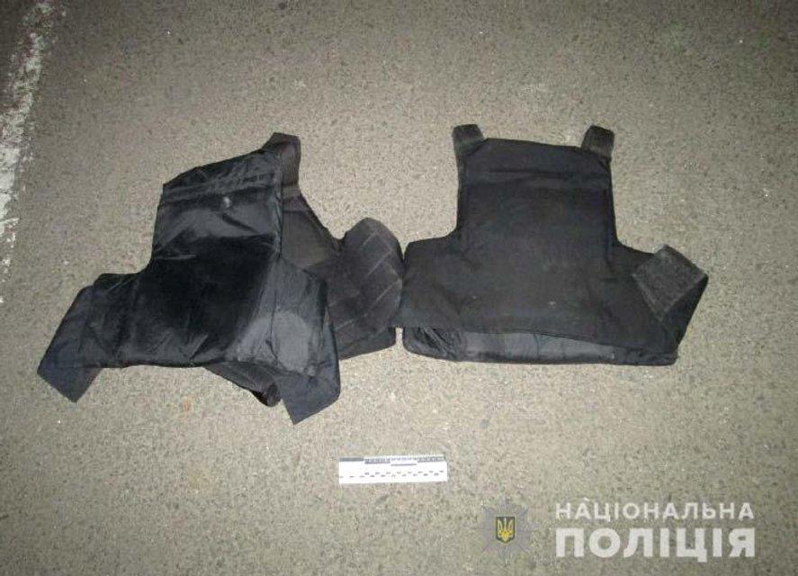 В Ровно 30 человек устроили драку с перестрелкой у здания школы - фото 179731