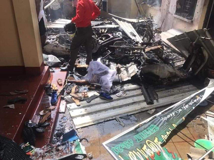 156 погибших и сотни раненых: на Шри-Ланке в Пасху прогремели семь взрывов (ФОТО) - фото 179871